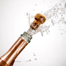 korken champagner spritzt feier