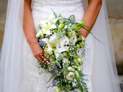 Blumenschmuck für die Braut