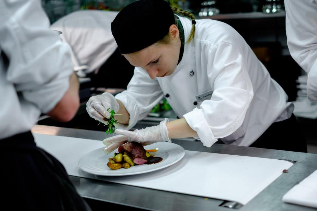 Das Küchenteam bei den letzten Vorbereitungen für Ihr Hochzeitsmenü
